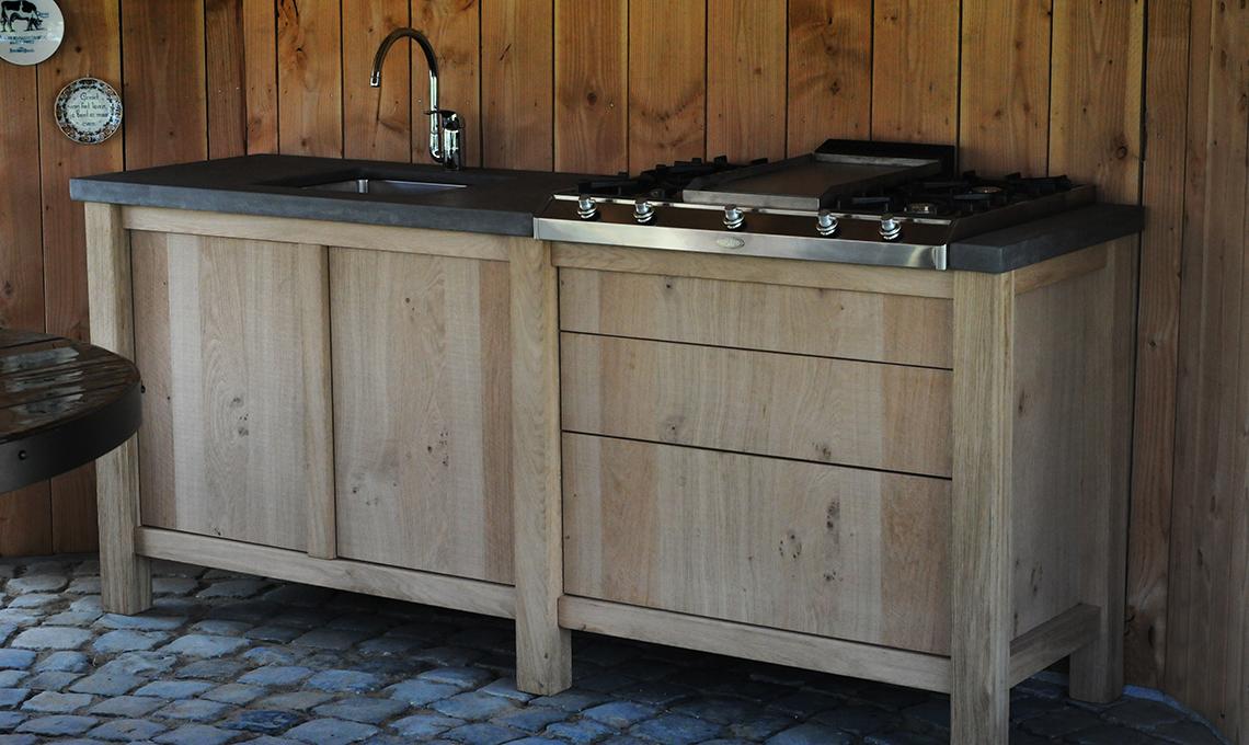 Op maat gemaakte buitenkeuken re new interiors - Keuken steen en hout ...